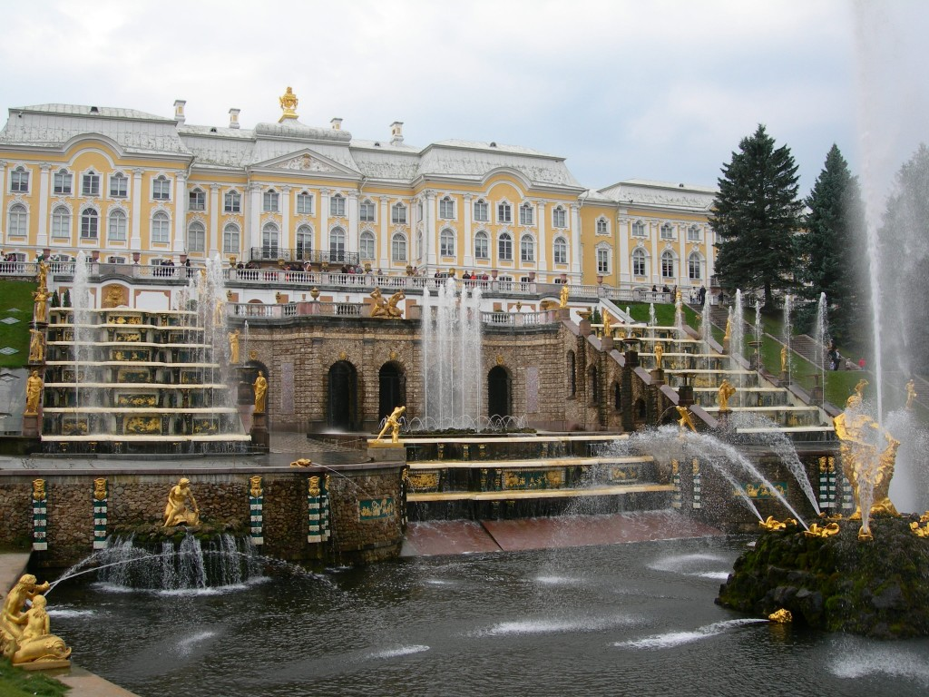 The Peterhof Great Cascade fountains. Photo by Cottbus.