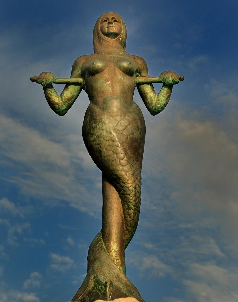 Astros Beach Mermaid Statue